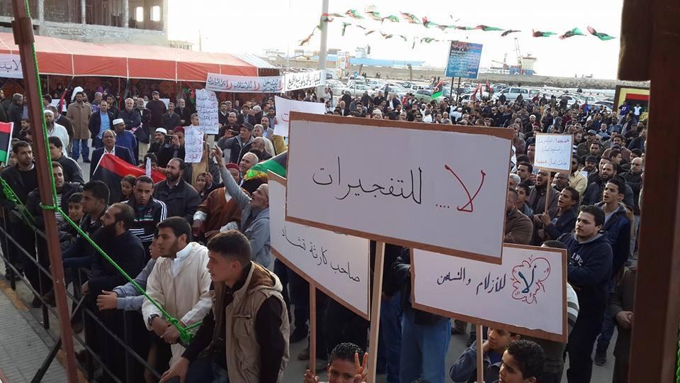 مظاهرة تطالب بالثوار لتأمين بنغازي..وأخرى للمطالبة بالجيش والشرطة