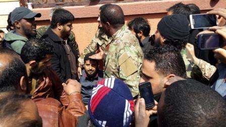 وصول علي بوخمادة بعد إطــلاق سراحه من قبل خاطفيه
