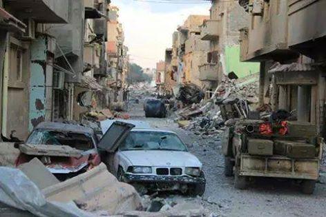 القذائف العشوائية تستهدف أحد أحياء بنغازي تزامنا مع تقدم قوات لجيش