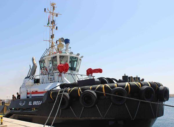 وصول القاطرة البحرية الحديثة إلى ميناء مرسى البريقة النفطي