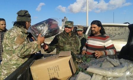 القوات الخاصة بنغازي تضبط شخص يبيع الزي العسكري