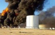 اشتعال النيران بست خزانات تابعة لشركة الواحة بالقرب من ميناء السدرة وفرق الإطفاء تعمل لإخمادها