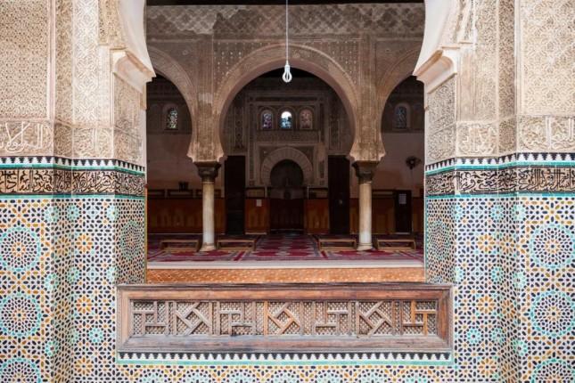 تعدّ مدرسة بوعنانية واحدة من عدد قليل من المباني الدينية في المدينة التي يسمح لغير المسلمين الدخول إليها