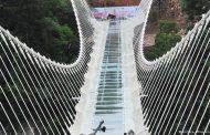 الصين تدشن أعلى وأطول جسر زجاجي في العالم