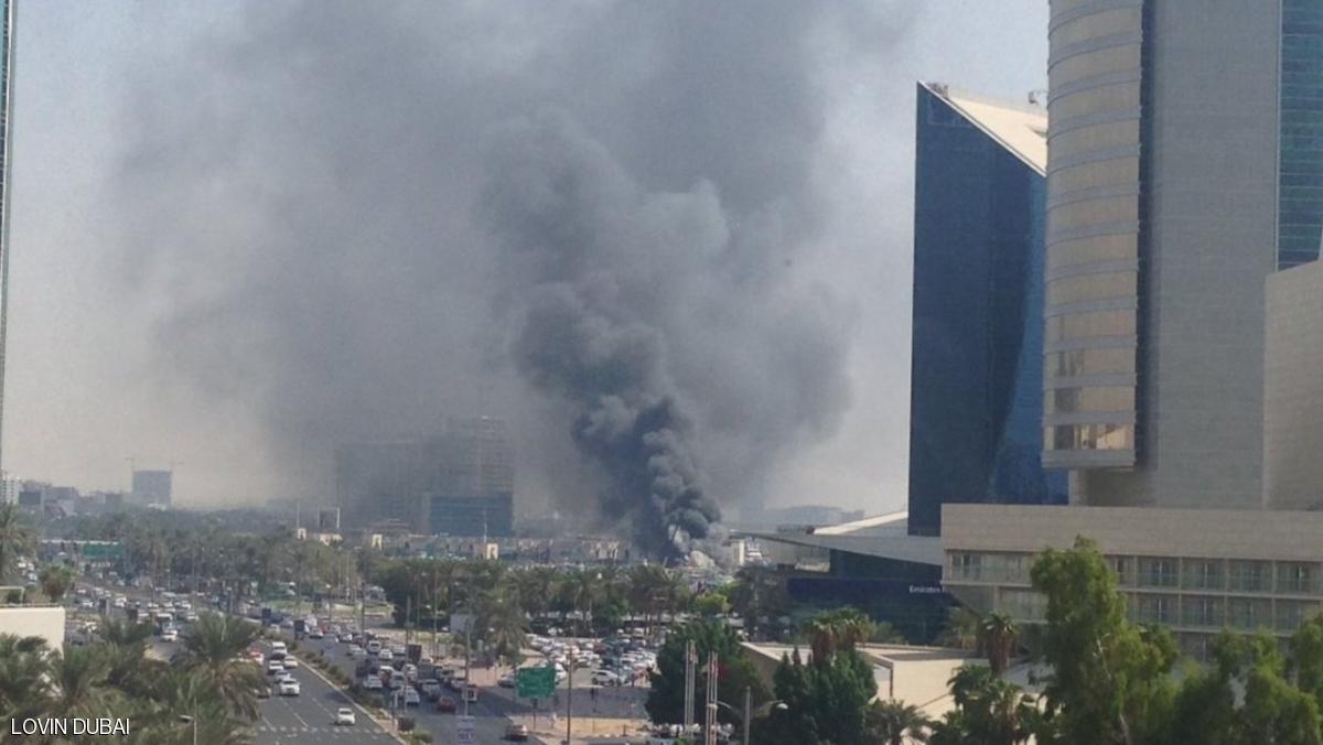 غرق سفينة شحن في دبي بعد اندلاع حريق