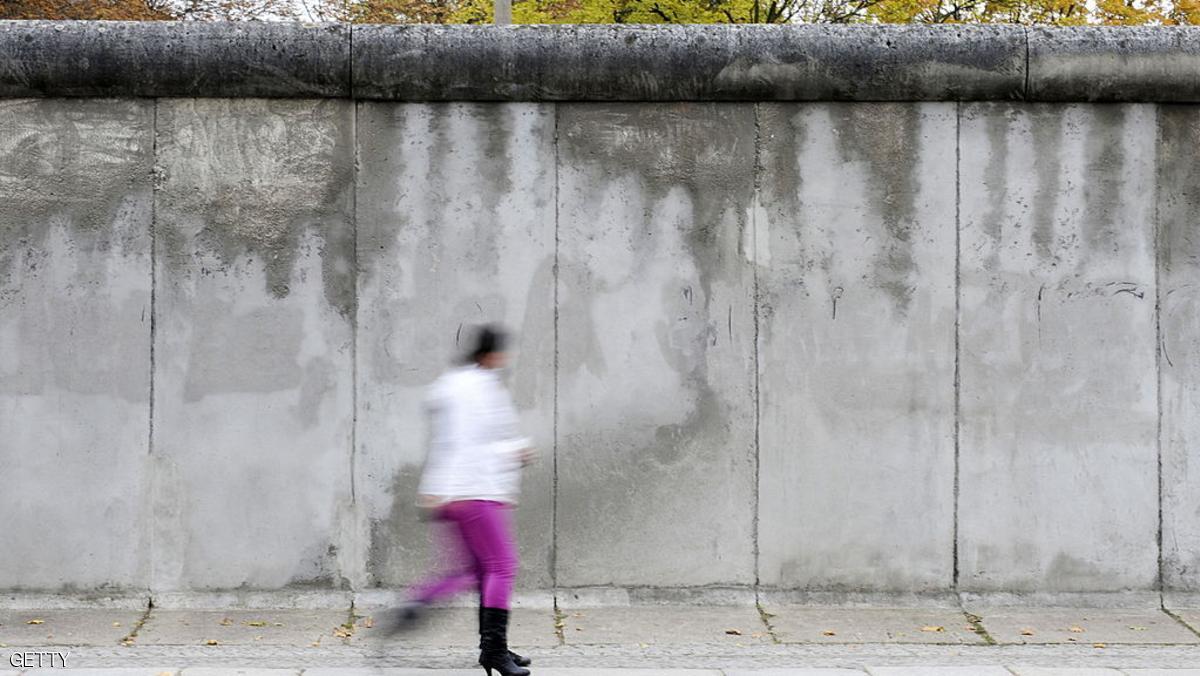 جدار عازل لـ