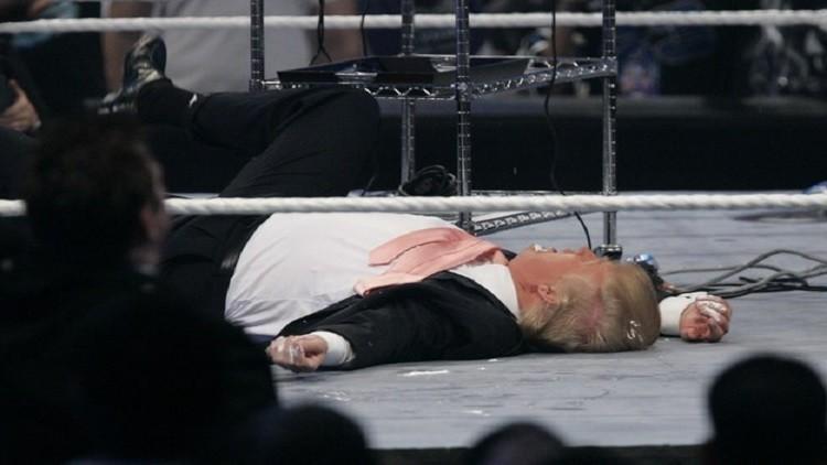 ترامب يتلقى لكمة من مصارع محترف!