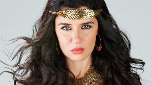 نجاة غادة عادل من حريق التهم مسرح برنامجها الجديد