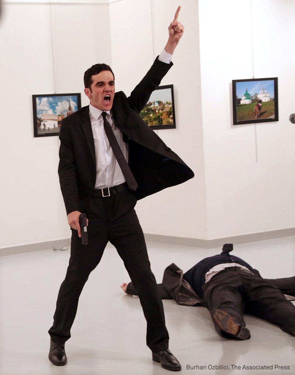 روسيا تغضب لفوز صورة اغتيال سفيرها في تركيا بجائزة صحفية