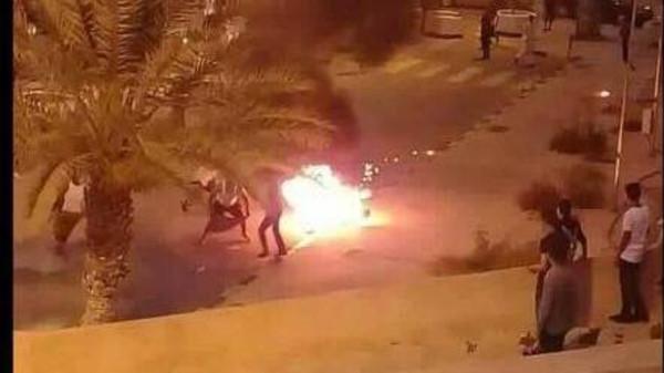 طبيب بمستشفى طرابلس: المسعفين حاولوا ايقاف الرجل الذي احرق نفسه ولكن دون جدوى