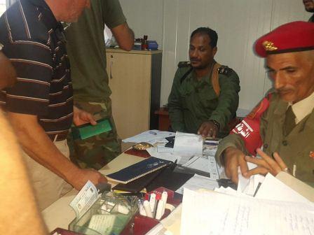 كتيبة الاقتحام الأولى تشرع في منح تصاريح الدخول لمنطقتي الصابري وسوق الحوت