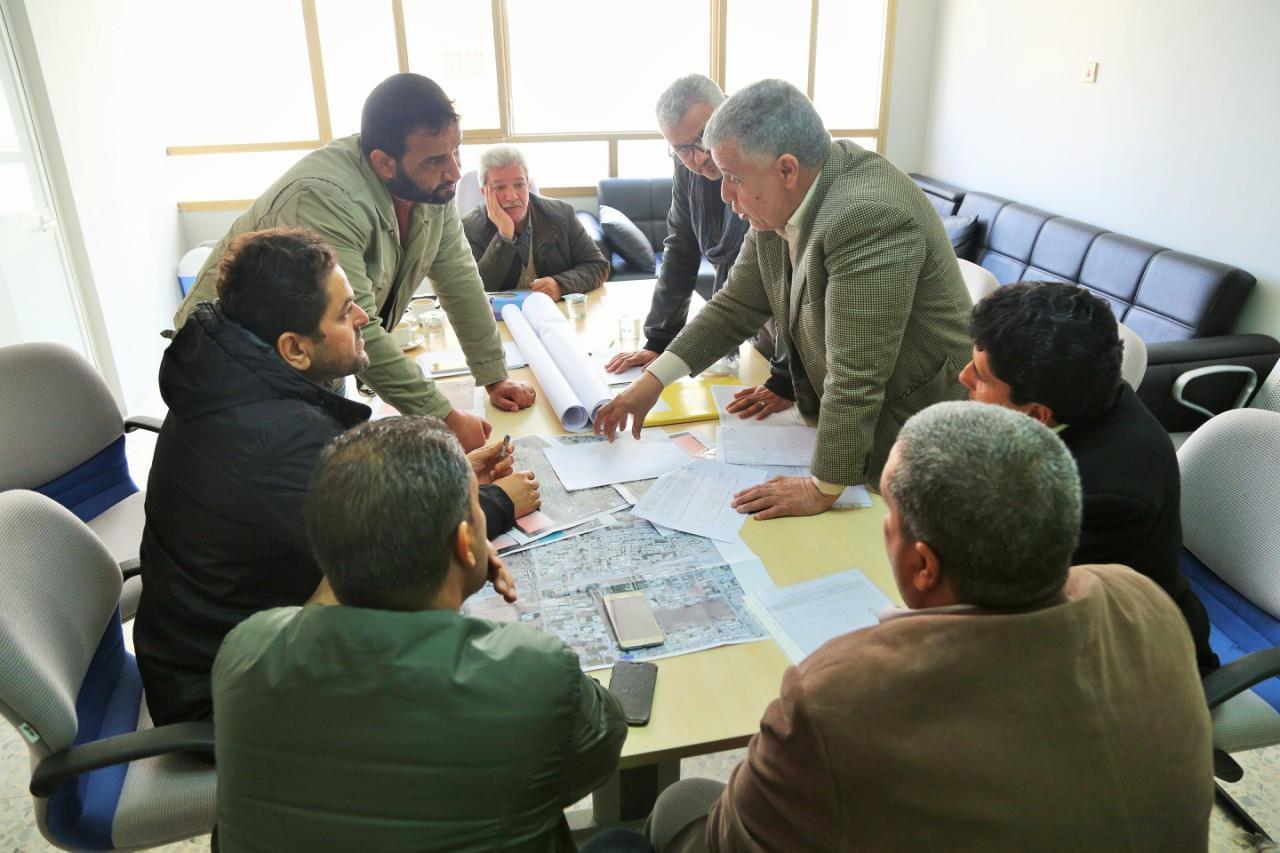 مشروعات بلدية بنغازي تبحث حلول ومعالجات المختنقات