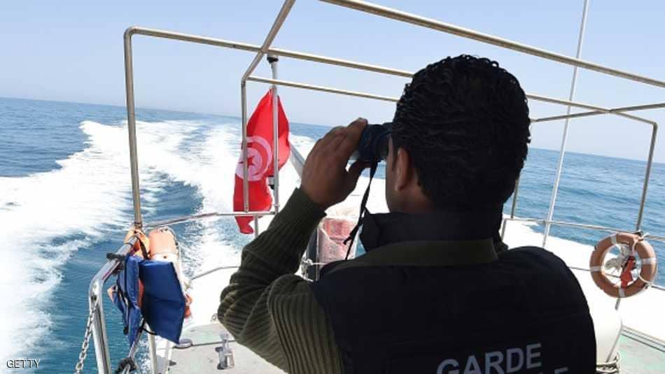خفر السواحل التونسية ينقذون 120 مهاجرا غير شرعي