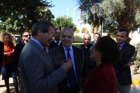 عميد بلدية بنغازي والمبعوث الأممي والسفيرة الفرنسية في لقاء مشترك في مطار بنينا