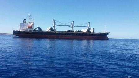 صورة احتجاز سفينة دخلت قبالة سواحل مدينة درنة شرق ليبيا