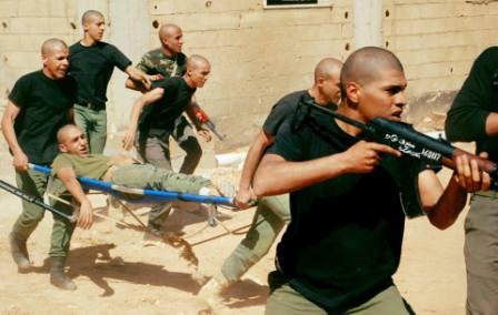 تدريبات حول كيفية الاقتحام وتحرير الرهائن في الكلية العسكرية توكرة