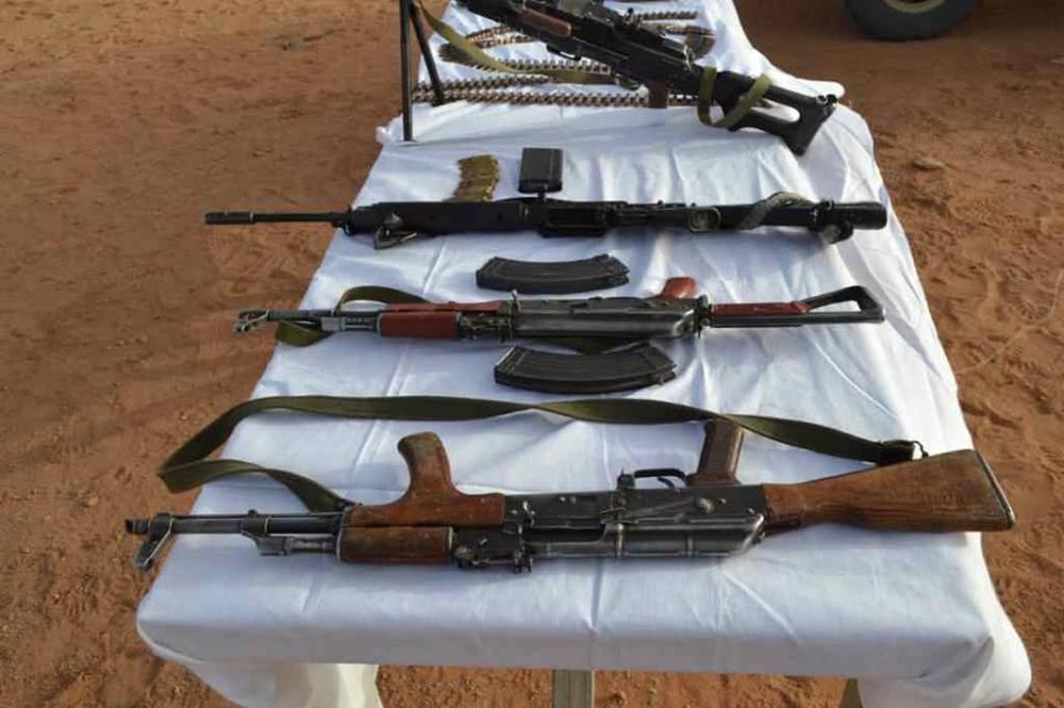 الجزائر تعلن اكتشاف مخبأ أسلحة على الحدود مع ليبيا