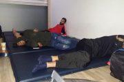 بالصور: منتخب ليبيا للكيك بوكسنغ يتعذب بمطار اتاتورك