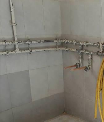 مستشفى الجلاء: المرفق تعرض للسرقة والتخريب من قبل خارجين عن القانون