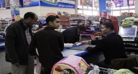 شبح الغلاء وشح السيولة...هاجس المواطن قبل حلول