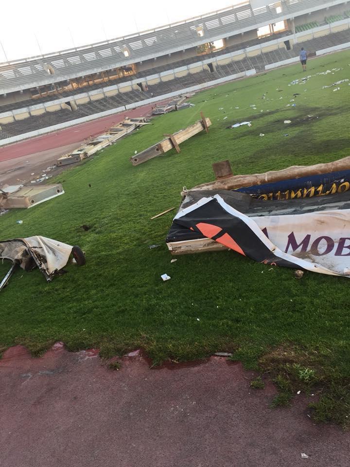 بالصور: ملعب طرابلس الدولي يتعرض للحرق والتدمير