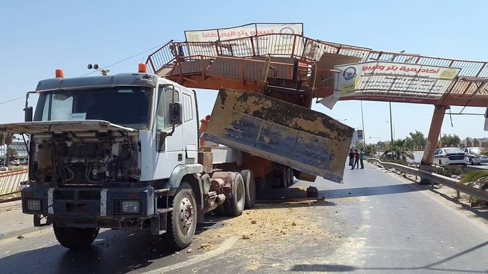 مرور وتراخيص بنغازي يكشف ملابسات حادث جسر المشاة