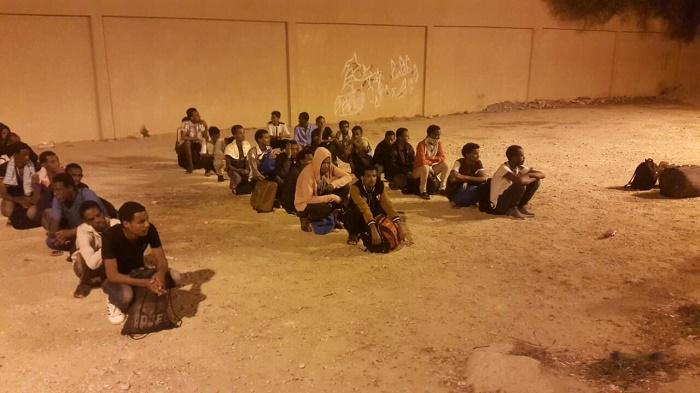 ترحيل 61 مهاجرا غير شرعيا من بنغازي إلى بلدانهم