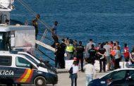 سفينة تبحث عن ميناء أوروبي لإنزال مهاجرين
