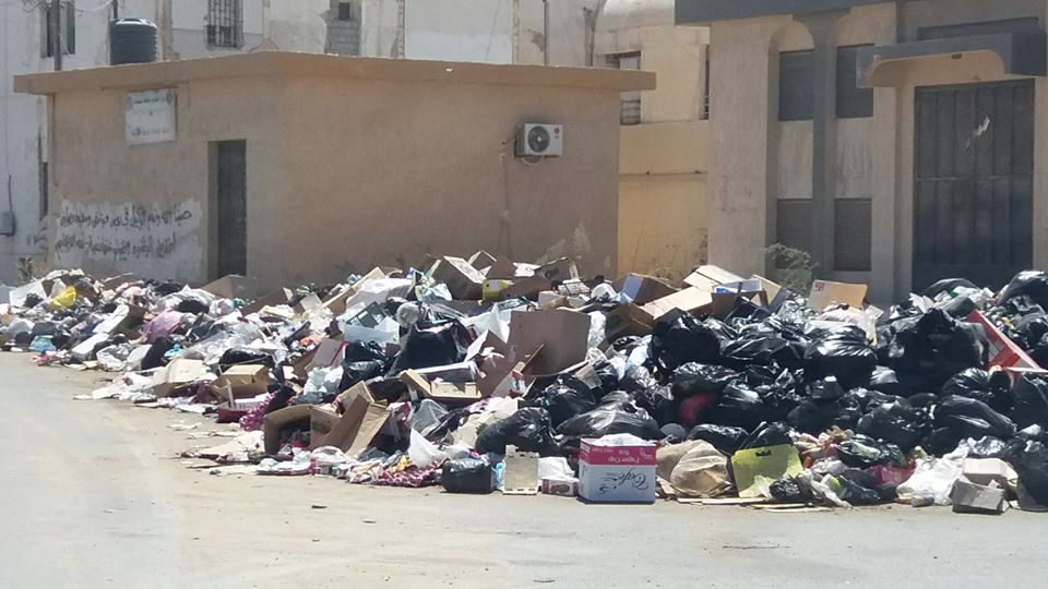 عميد بلدية طبرق : أصبحنا في موقف لا نحسد عليه بسبب تكدس القمامة وانتشار الحشرات والقوارض