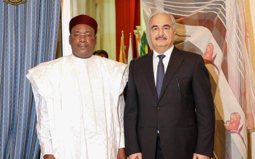 حفتر يصل النيجر و يلتقي الرئيس يوسفو
