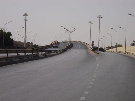 مرور بنغازي يعلن إغلاق الطريق من جسر