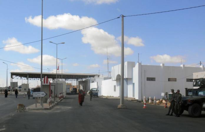 غلق معبر ذهيبة وازن بين ليبيا و تونس