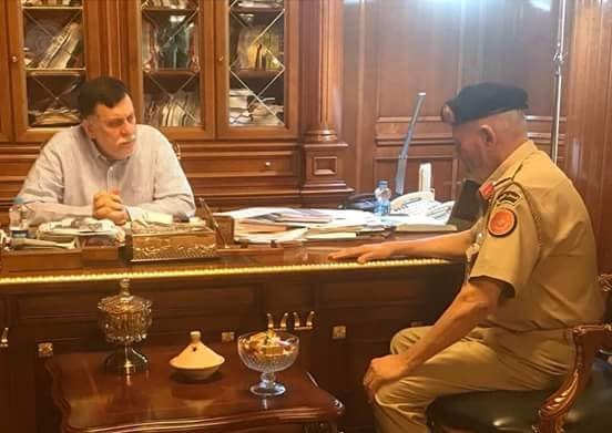 السراج يطلع على الترتيبات التي اتخذتها رئاسة الأركان لتأمين سلامة المواطنين وحمايتهم