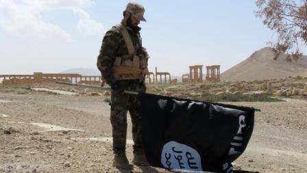 صورة قادة داعش يستقطبون المجندين ويسخرونهم لخدمتهم