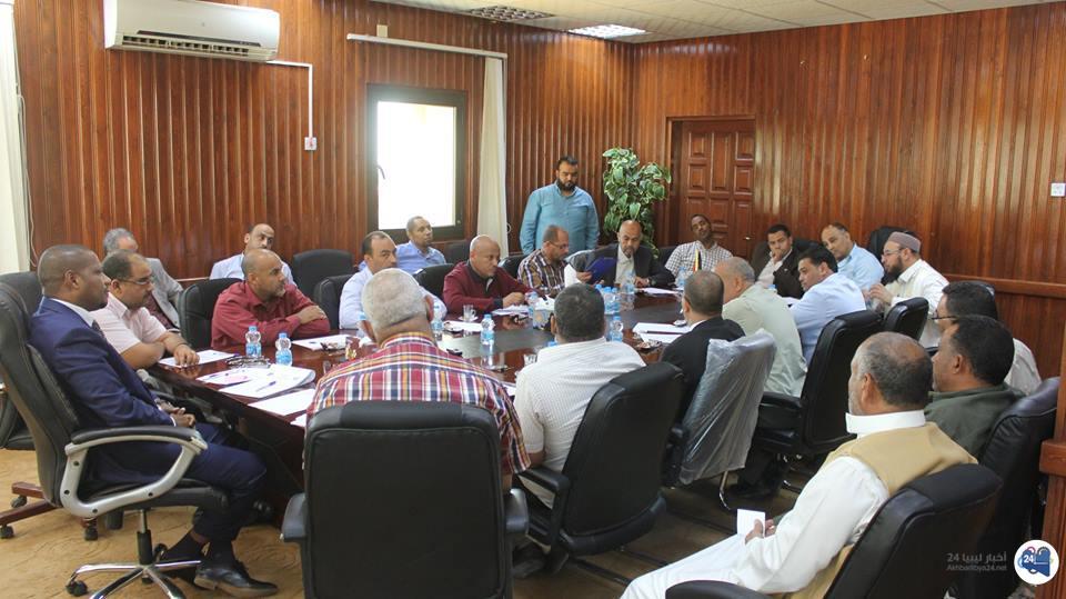 صورة البلدي جالو يجتمع مع مسؤولي القطاعات بالبلدية