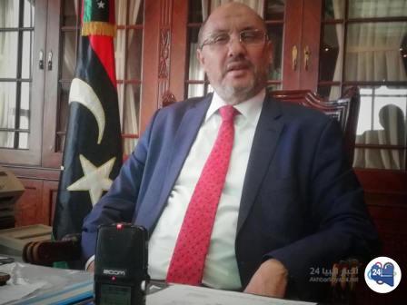 """صورة القائم بالأعمال في تونس محمد المعلول لـ""""أخبار ليبيا24″ تونس لم تُصادر أموال الليبيين…وأطفال داعش على طاولة التفاوض"""