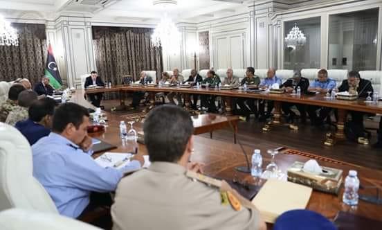 صورة خلال اجتماع بحضور سلامة .. السراج يعلن عن الانتهاء من إقرار رواتب الجيش شاملة للزيادة المقررة