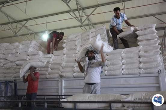 صورة توزيع مادة الدّقيق على المخابز العاملة ببلديّة المرج