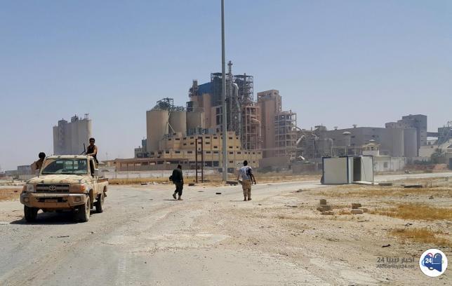 صورة بسبب تزايد هطول الأمطار .. قسم المرور بنغازي يحذر من استخدام طريق مصنع الإسمنت