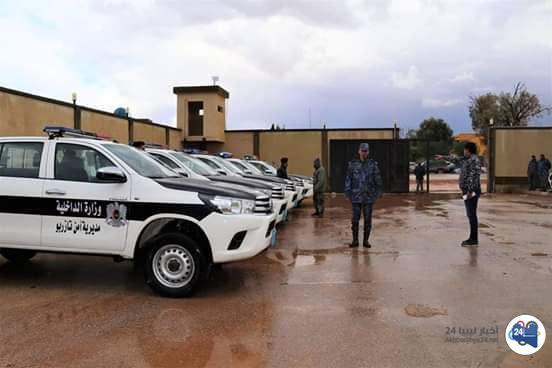 صورة أمن تازربو تتسلم آليات وأسلحة وعتاد خاص من داخلية المؤقتة