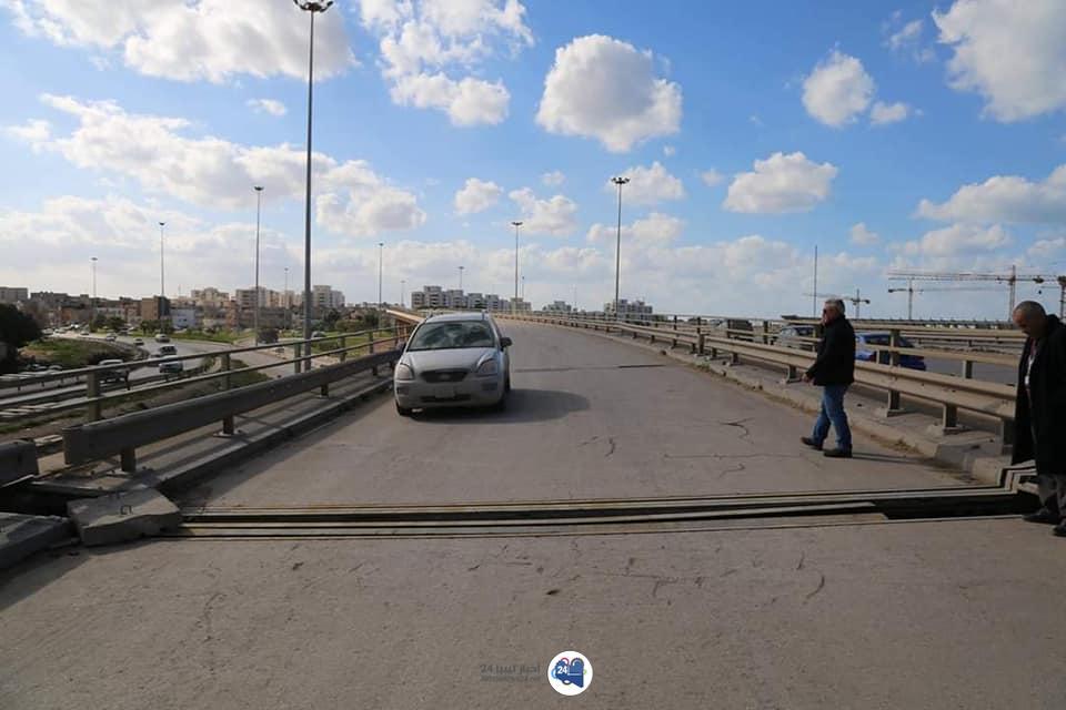 صورة استمرار أعمال صيانة الجسر المقابل للمدينة الرّياضيّة بنغازي