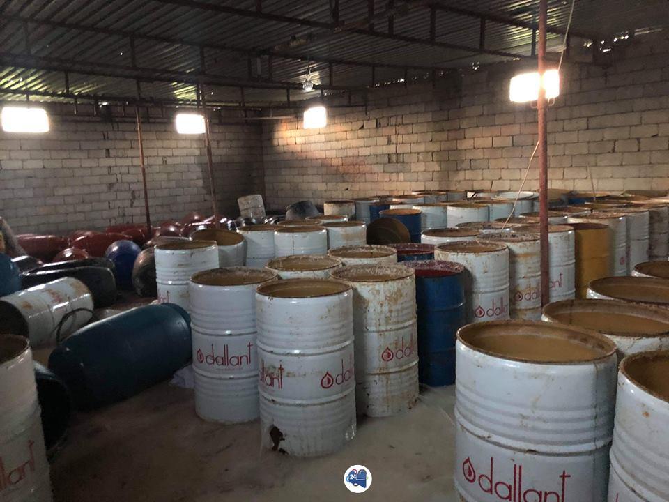صورة ضبط أكبر مصنع للخمور في بنغازي