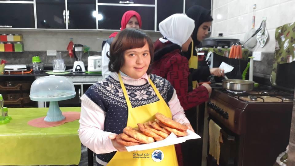 """صورة """"في مطبخنا ضيوف """" برنامج مرئي من إعداد فتيات متلازمة داون"""