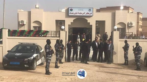 صورة وزير داخلية الوفاق يزور تاورغاء ويفتتح مركزا للشرطة بها