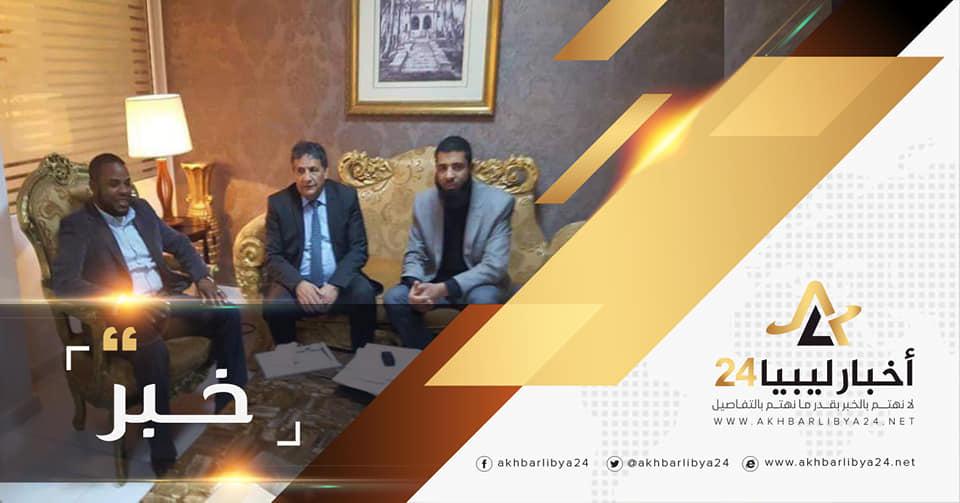 صورة الاتفاق على تجهيز وحدة رعاية صحية جديدة بمدينة سبها
