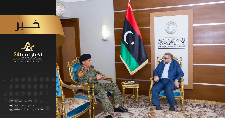 صورة المشري يناقش المستجدات الأمنية والعسكرية مع أركان الوفاق