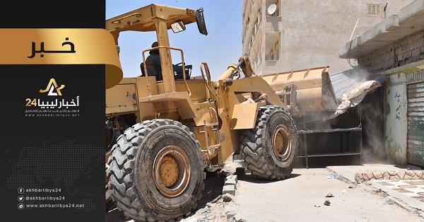 صورة بلدي طبرق يشرع في إزالة المحلات العشوائية والورش المخالفة بالمدينة