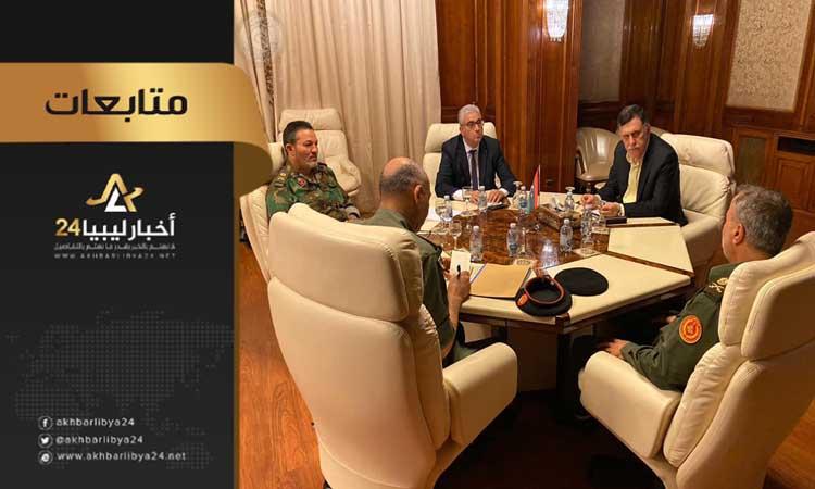 صورة بعد تهديدات قوة حماية طرابلس.. السراج يطالب آمراء المناطق العسكرية بتوفير الدعم للجبهات