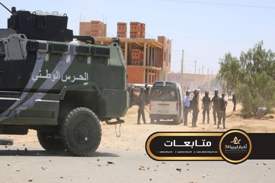 صورة اعتقال 14 شخصًا كانوا بصدد اجتياز الحدود التونسية الليبية