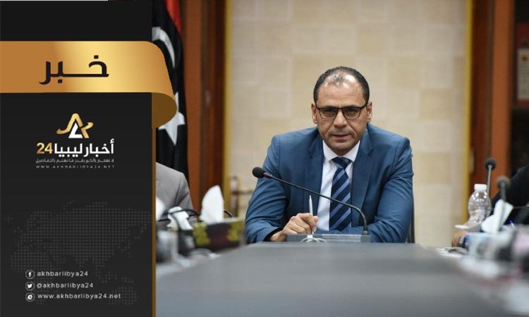 صورة وزير تعليم الوفاق يصدر قرار إيفاد أوائل الشهادات الثانوية بشروط